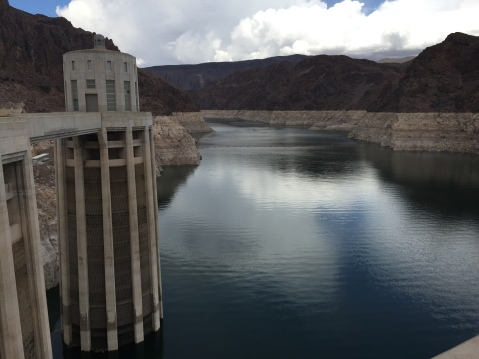 This photo making it look like Lake Mead is at 40% of capacity is clearly created with gigantic mirrors.