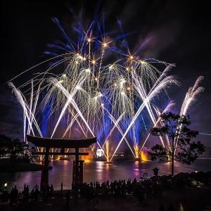 illuminations-globe-fireworks-brett
